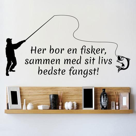 Her bor en fisker wallsticker