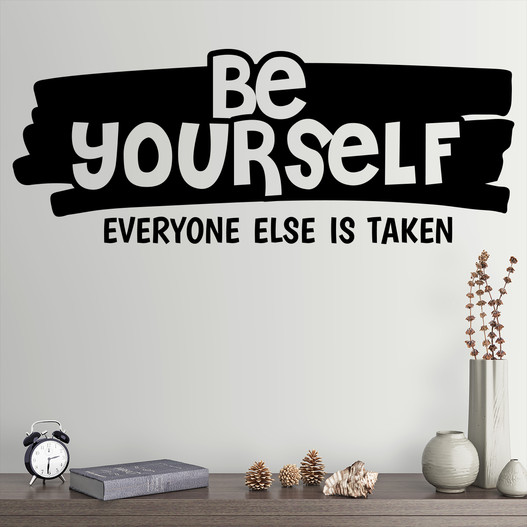 "Wallsticker med teksten ""Be yourself, everyone else is take"". Flot wallstickers"