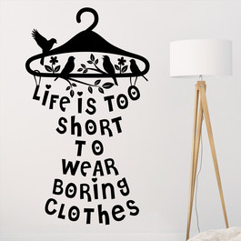 "Wallsticker med teksten ""Life is too short to wear boring clothes"". Flot wallstickers til soveværelset."