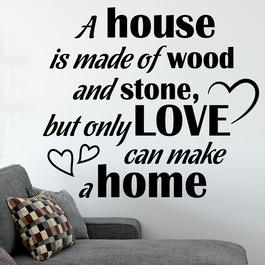 "Wallsticker med teksten ""A home is made of love"". Flot wallstickers til bl.a. stuen."