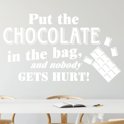 "Wallsticker med teksten ""Put the chocolate in the bag, and nobody gets hurt!"". Flot wallstickers til bl.a. køkkenet."